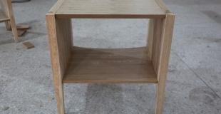 Comment préparer un meuble en bois avant de le repeindre ?