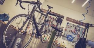 Comment repeindre un vieux vélo étape par étape ?