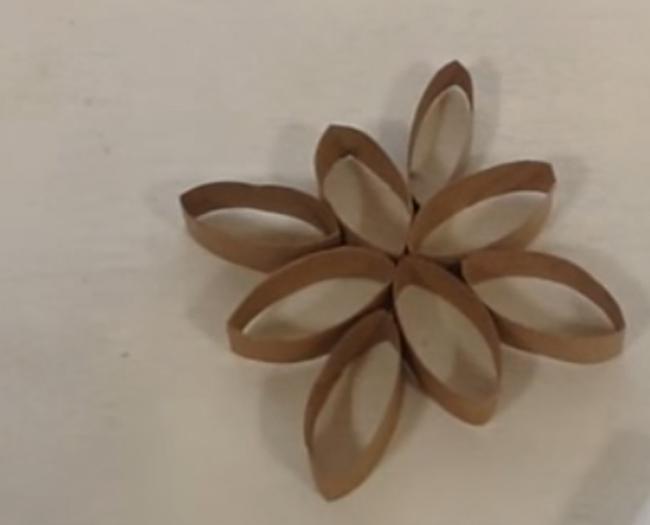 décoration en rouleaux de papier toilette